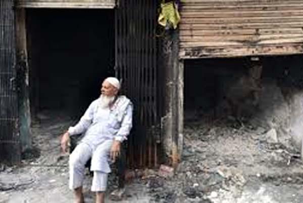 दिल्ली दंगों मे दो मस्जिदों को जलाने के मामले में पुलिस ने क्या किया?