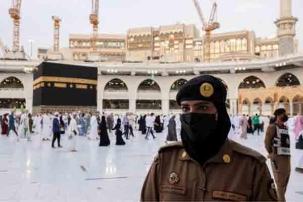 उमराह के लिए विदेशियों को मिली इजाज़त, सूची भी जारी